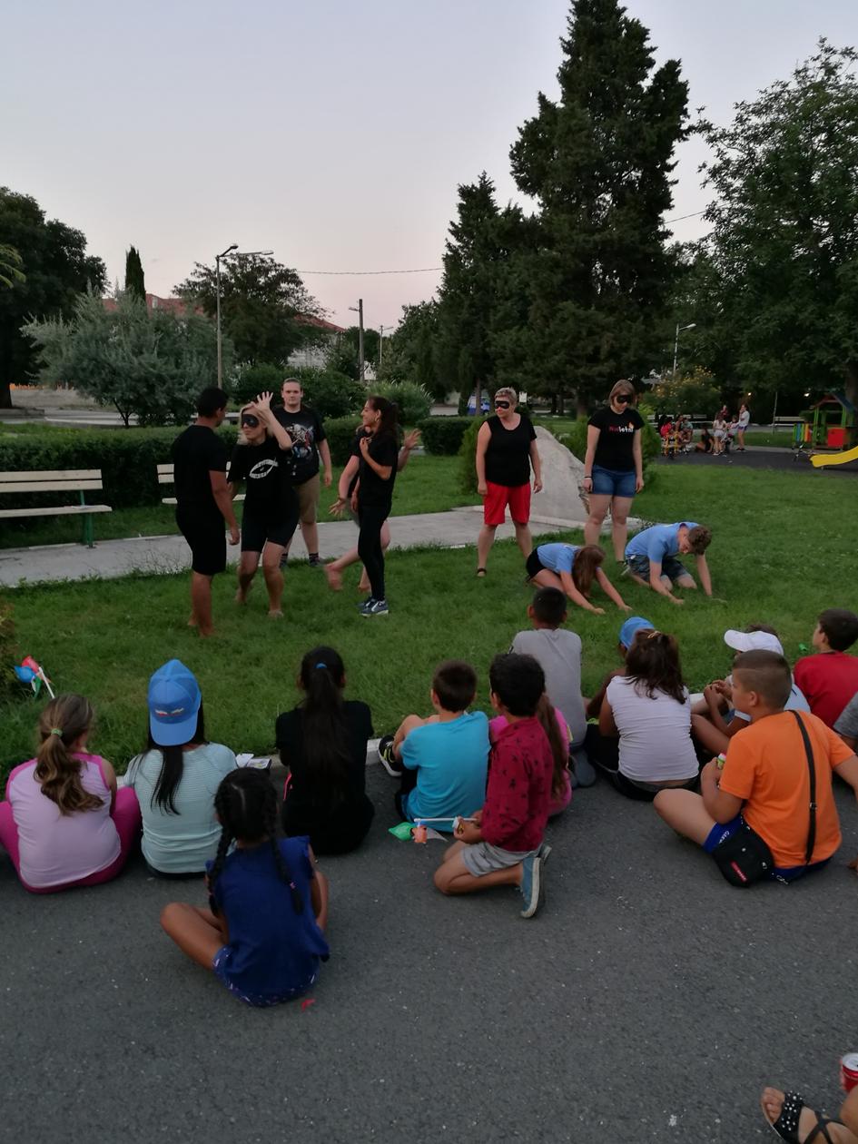 przedstawienie-dla-dzieci-podczas-misji-w-buldarii-2018